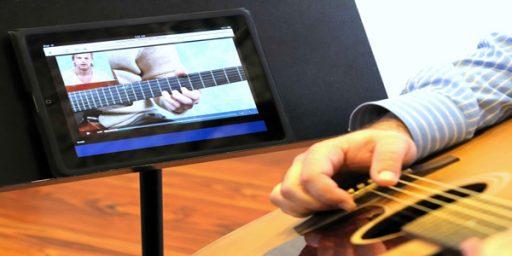 Guitarist using an eLesson